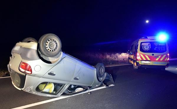 FOTÓK: Három autós szenvedett balesetet egy útra ugró szarvas miatt  – Az egyik autó fel is borult