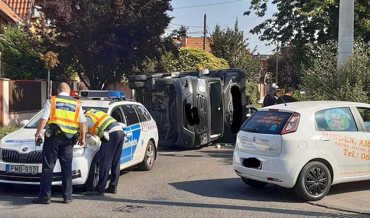 Baleset következtében felborult egy teherautó a 20. kerületben