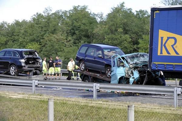 FOTÓK: Halálos baleset történt délelőtt az M5-ös autópályán Inárcsnál