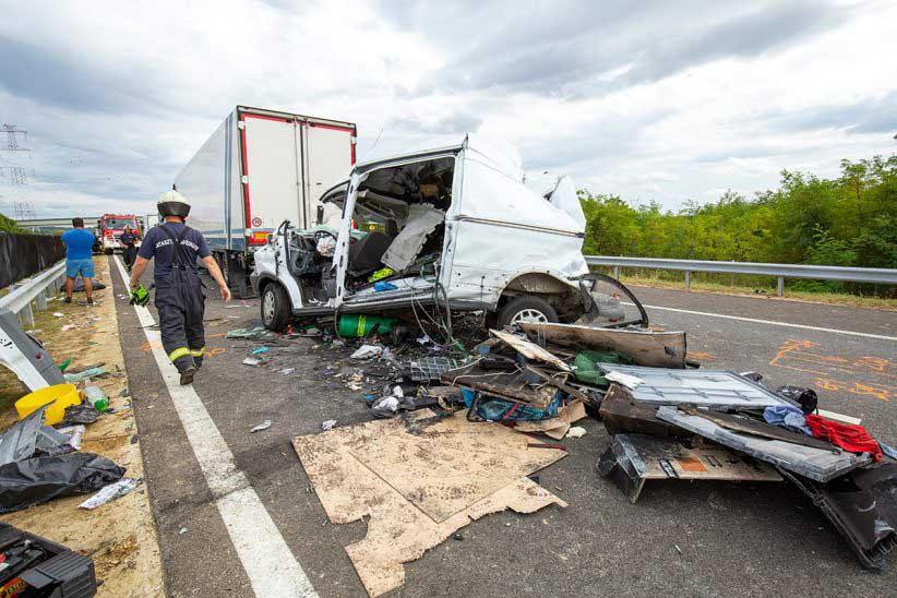 Fotók: Öt kamion és egy furgon ütközött össze az M70-es autópályán