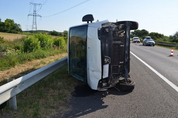 Büntetőfékezéssel okozott balesetet az autós az M7-esen- Közúti veszélyeztetés miatt áll bíróság elé