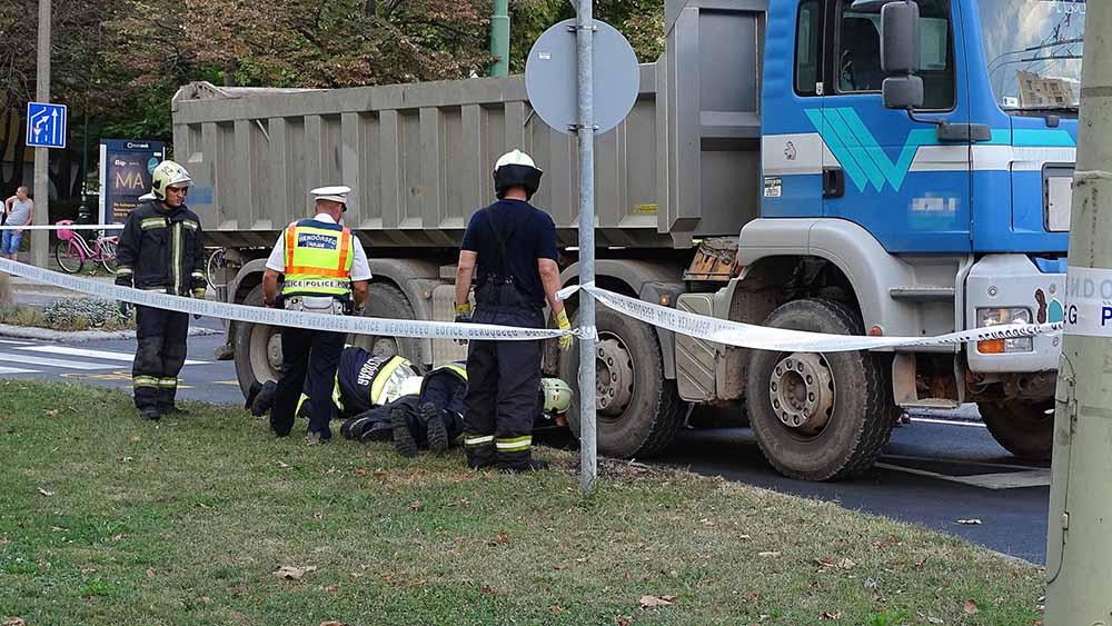 Elgázolta a teherautó az útra kiszaladt gyermeket, aki életét vesztette a balesetben
