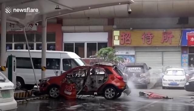 VIDEÓ: Ekkora pusztítást tud okozni, ha felrobban egy elektromos autó akksija