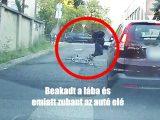 VIDEÓ: Az autó elé esett a biciklis, mert elmaradt az irányjelzés