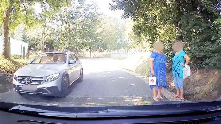 VIDEÓ: Mari néni az úton készült ki, hogy a Berényi Miki kilépett a bariköztből?