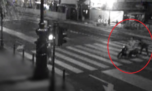 VIDEÓ: Érdekes módszert választottak a tolvajok – Térfigyelő rögzítette, ahogy ellopnak egy motort a 6. kerületből