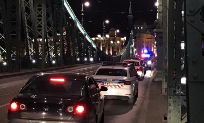 Levetkőzött, majd leugrott egy férfi a Szabadság hídról