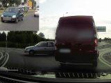 VIDEÓ: Ők ketten sem tudták, hogy a körforgalomba melyik irányból kell behajtani