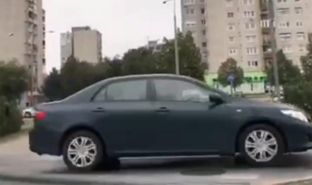 VIDEÓ: Tatabányán lepett meg sok közlekedőt a toyotás
