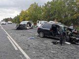VIDEÓ: Két gyerekkel a kocsijában előzött egy nő miközben jöttek szemből – Ketten meghaltak a balesetben