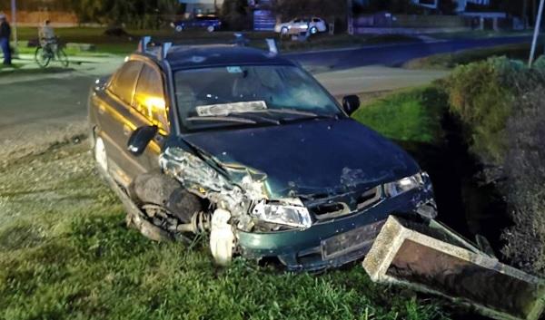 FOTÓK: Frontális balesetet okozott az ittas ámokfutó, majd átült egy másik autóba és egy közeli trafikhoz ment