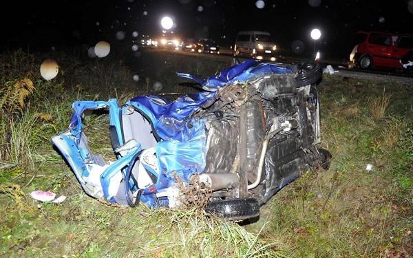 FOTÓK: Egy 20 éves lány vesztette életét tegnap miután két autó ütközött az M2-es autóúton