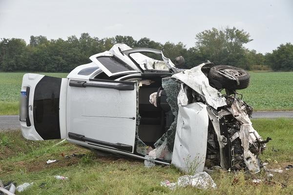 VIDEÓ: Nem adta meg az elsőbbséget a jobbról érkező autósnak – Csúnya baleset történt Boba közelében