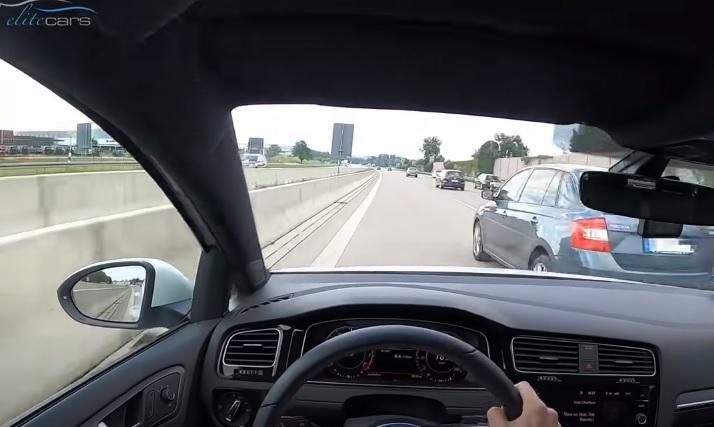 VIDEÓ: 240-nel hasított a német autópályán, mikor bevágott elé egy figyelmetlen autós