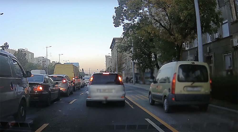 VIDEÓ: Buszsávban szabálytalanul közlekedő és parkoló járművek elleni razzia volt. Itt vannak az eredmények