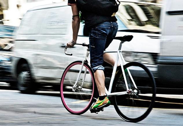 Rendszám szerű azonosítót szeretne a biciklis és robogós futárokra belváros polgármestere