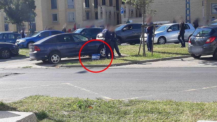 FOTÓK: Katalizátor tolvajt értek tetten fényes nappal. Olvasónk szúrta ki és intette le a rendőröket
