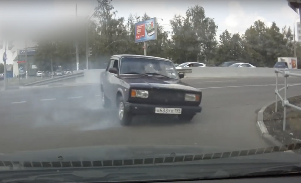 VIDEÓ: Orosz valóság – Lovaskocsi, Lada… és egészen elképesztő balesetek. Ide nem szeretnénk eljutni