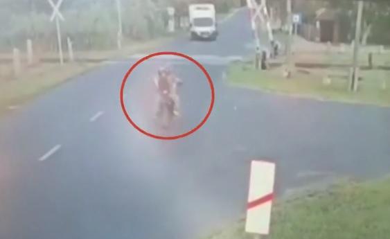 VIDEÓ: Drámai felvétel került elő a nagyigmándi halálos motorbalesetről