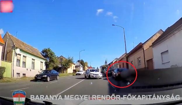 VIDEÓ: Bedrogozva, jogsi nélkül menekült a rendőrök elől egy férfi, közben több autót is összetört