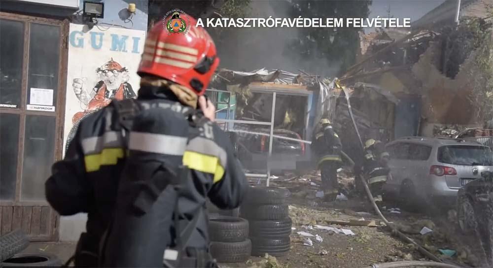 VIDEÓ: Így oltották a tegnap Kispesten felrobbant autószerelő műhelyt