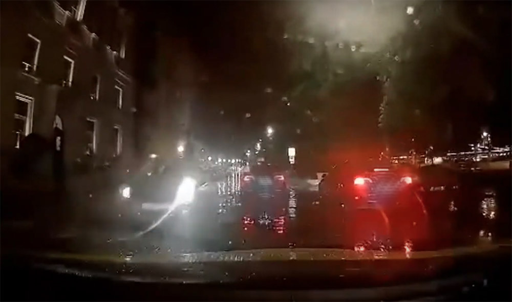 Fedélzeti kamera vette fel, ahogy szerdán este elütöttek egy gyalogost a Várkert bazárnál