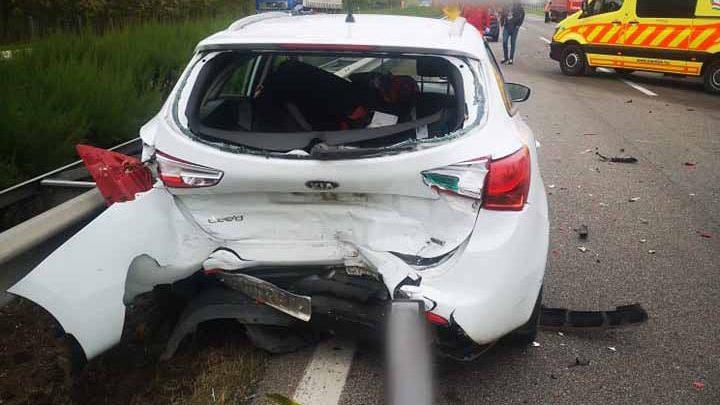 Fotókat kaptunk a nemrég M5-ösön történt 4 autót + 1 kamiont érintő balesetről