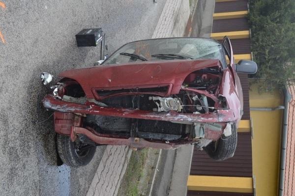 FOTÓK: Extasyt és kannabist is fogyasztott mielőtt volán mögé ült, majd autójával letért az útról és felborult