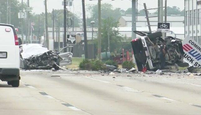VIDEÓ: Vígan piáltak és lájvoztak, aztán belerohantak egy vétlen autósba – 3 ember vesztette életét