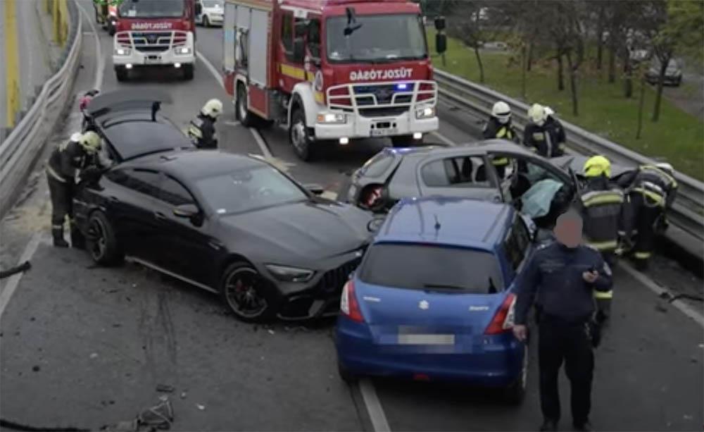 Videó a mentésről – Hatalmas baleset történt ma reggel a BAH csomópontnál
