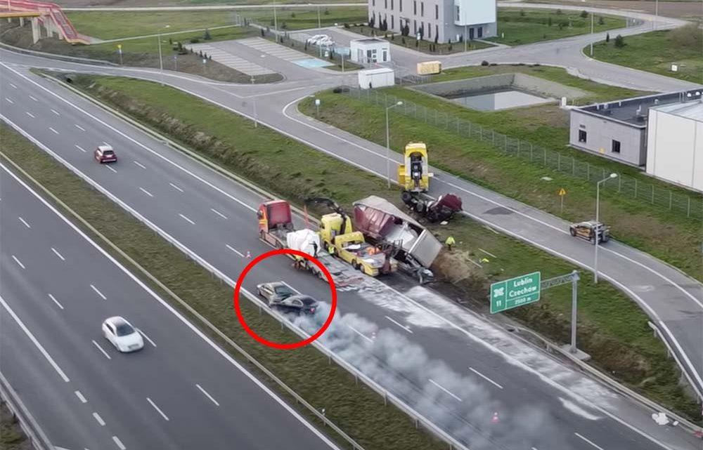 VIDEÓ: Bámészkodhatott a balesetnél, elképesztő tempóval belerohantak