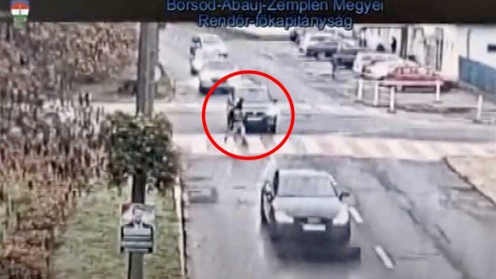 Felvételen, ahogy a zebrán ütnek el egy gyalogost Tiszaújvárosban