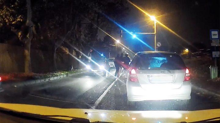 VIDEÓ: Közveszélyes előzgetések, kiszállás, lökdösődés a Nagykőrösi úton