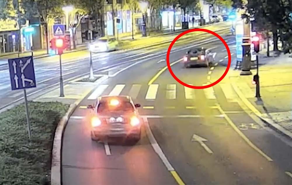 VIDEÓ: Így történt a Károly körúti baleset, amiben egy 17 éves fiú halt meg, aki jogosítvány nélkül vezette az autót