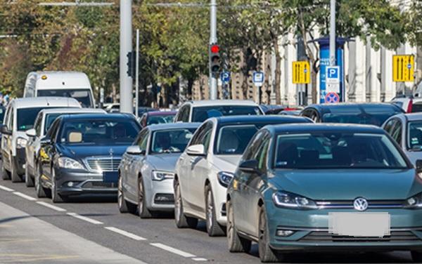 A BKK szerint komoly problémát fog okozni a közlekedőknek az ingyenes parkolás
