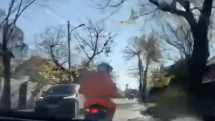VIDEÓ: Robogóval(!) büntetőfékezett folyamatosan a 18. kerületben