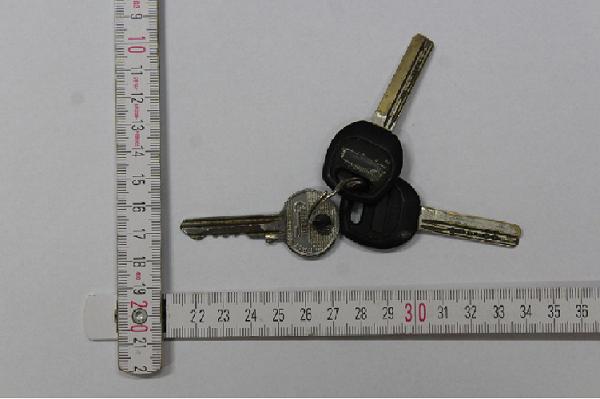 Autókat karcolt végig kulcsával az idős hölgy több alkalommal is, mert zavarta, ahogy azok parkolnak