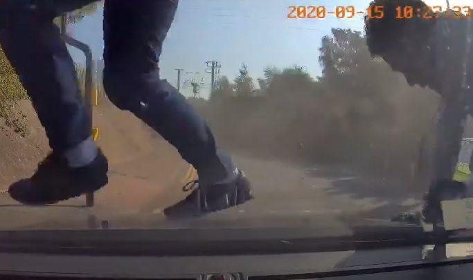 VIDEÓ: Megállt az autós a pirosnál, majd egy csapásra egy filmbe illő rendőri akció részese lett