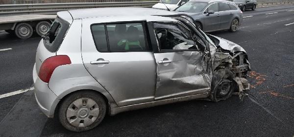 FOTÓK: Forgalommal szemben hajtott és balesetet okozott az M6-oson egy idős hölgy – Ezután megfordult és haza autózott