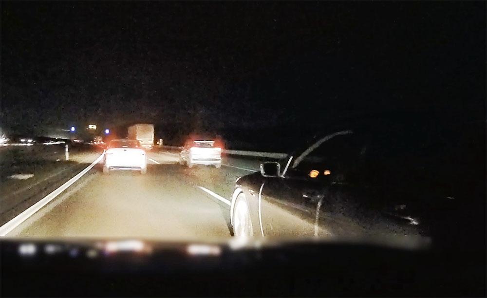 VIDEÓ: Nem fért a bőrébe az M0-son a BMW-s tegnap este. Háromszor büntetett