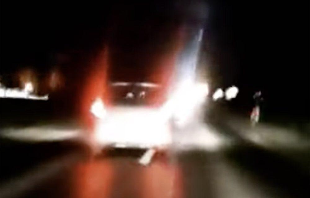 Videón, ahogy cikázik az ittas sofőr. Nem sokkal később árokba hajtott