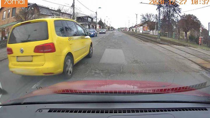 VIDEÓ: Fénysebességgel vette birtokba az Üllői út közepét – mintha a Taxi 6 forgatásán lett volna