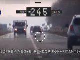 VIDEÓ: Hova ilyen sietős? – 245 km/h val száguldó autóst mértek be a rendőrök