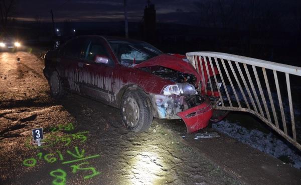 FOTÓK: Elkötötte a családi autót a jogsi nélküli fiatal – Gyorshajtásának egy korlát vetett véget