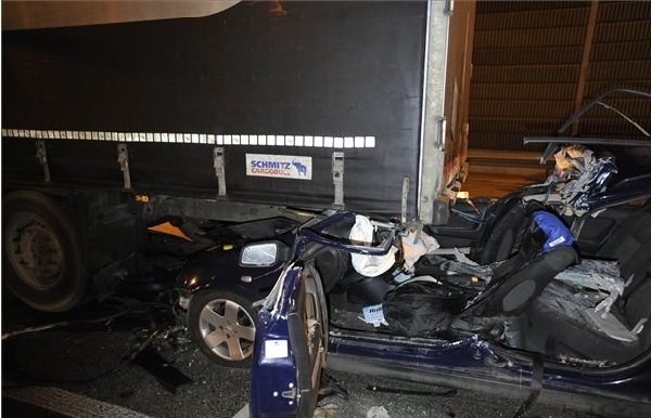 Halálos baleset történt péntek este az M0-ás autóúton