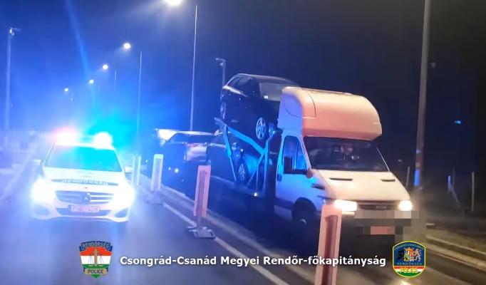 VIDEÓ: 4 tonnával túllépte a tréleres a megengedett legnagyobb össztömeget – Horrorkaravánokra vadásztak a rendőrök