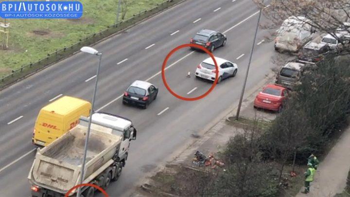 VIDEÓ: Két bója okozott olyan balesetveszélyt az Andor utcán, amiből érdemes tanulni annak is, aki kitette őket