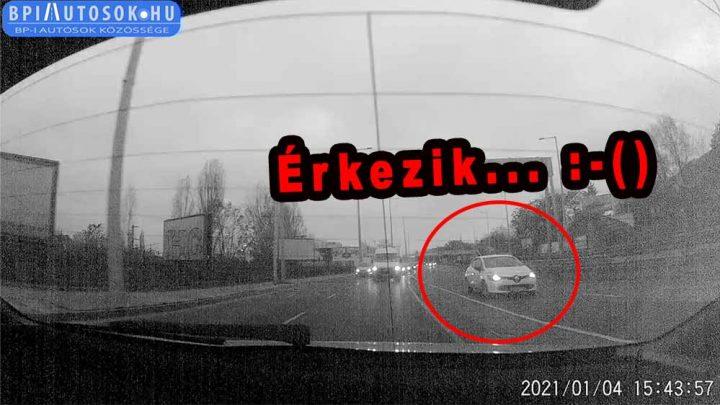 VIDEÓK: Beteg, amit művelt a Clio sofőrje a Budaörsi úton | Soha ne csalogasd le a gyalogost ilyen esetben