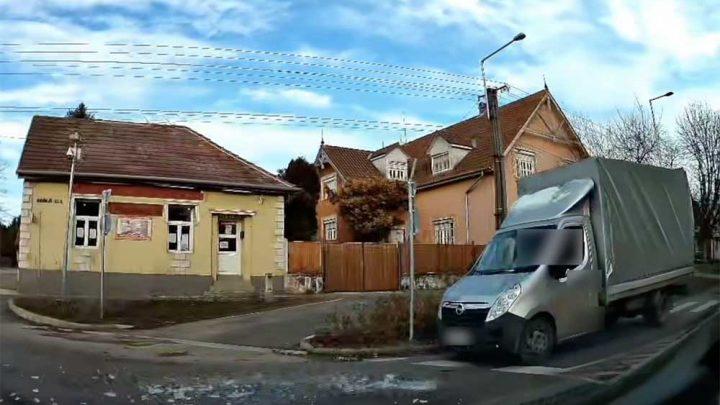 VIDEÓ: Nézd ezt meg és oldd meg a jég eltávolítását! Szerencsére nem egy gyalogátkelőnél történt