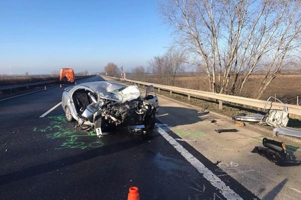 FOTÓK: Egy ember életét vesztette reggel az M1-esen, miután egy útellenőrzést végző járműnek csapódott egy autós